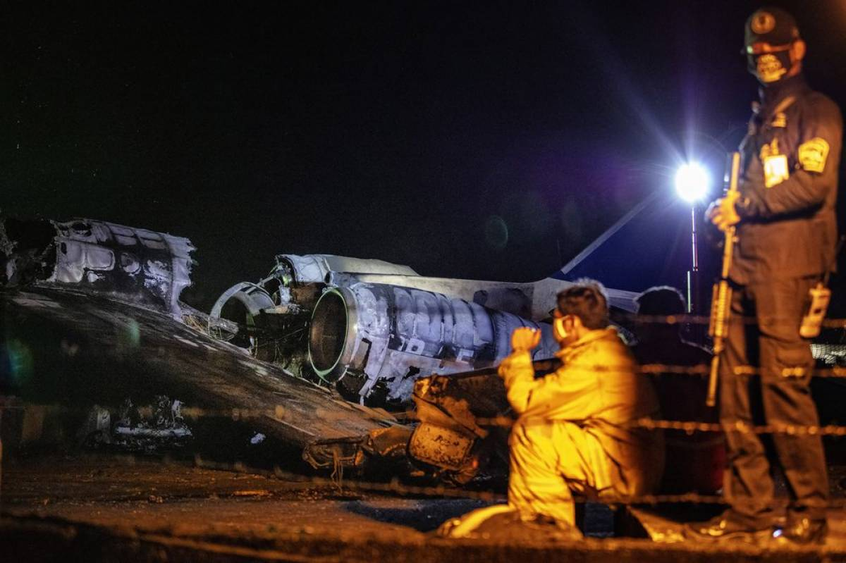 Eight dead as plane catches fire on takeoff at Philippine airport