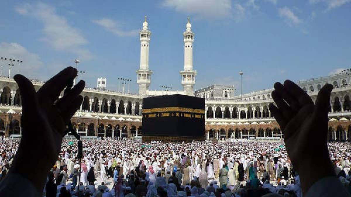 Saudi Arabia urges Muslims to defer hajj plans over virus