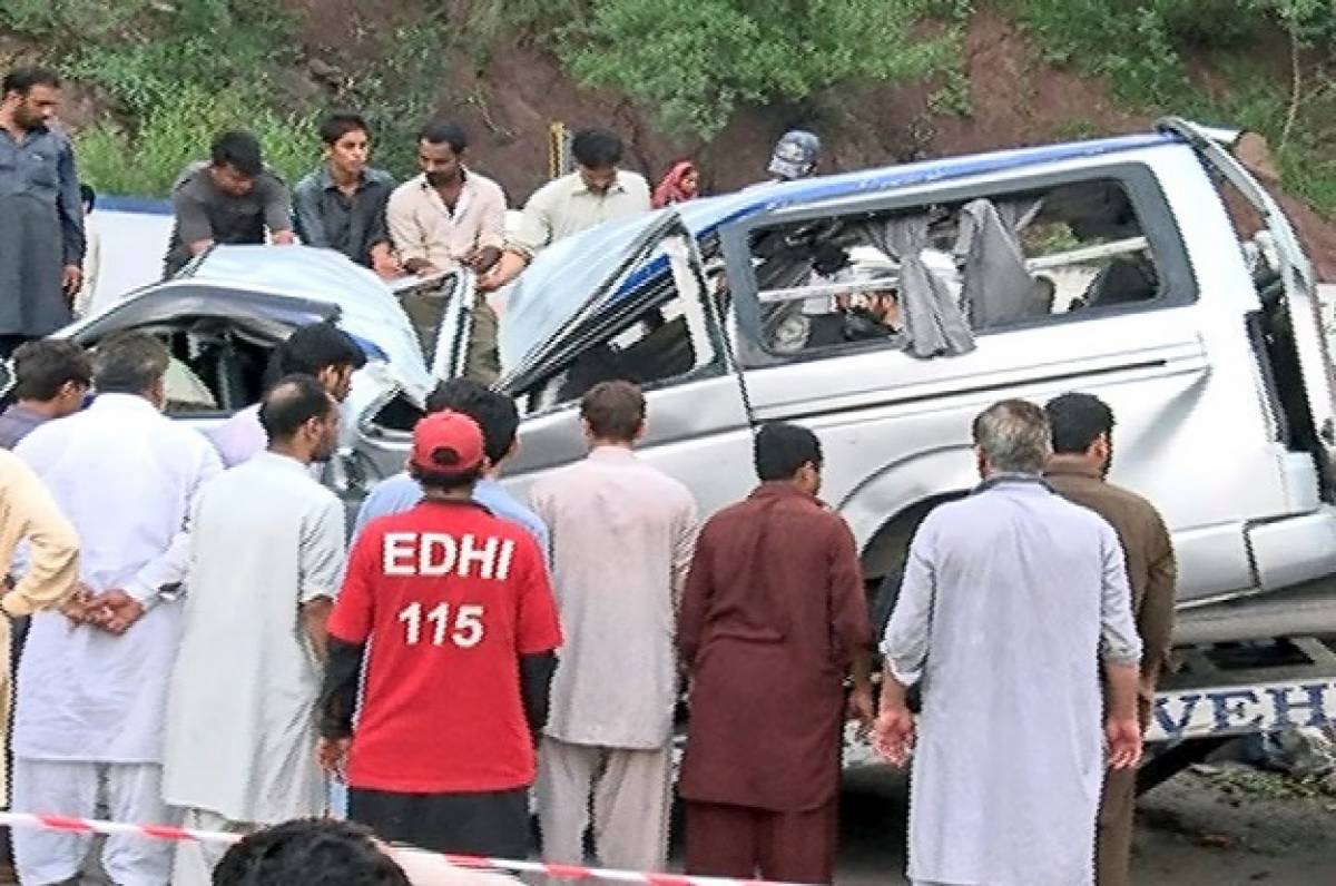 11 die as van overturns in Sukkur