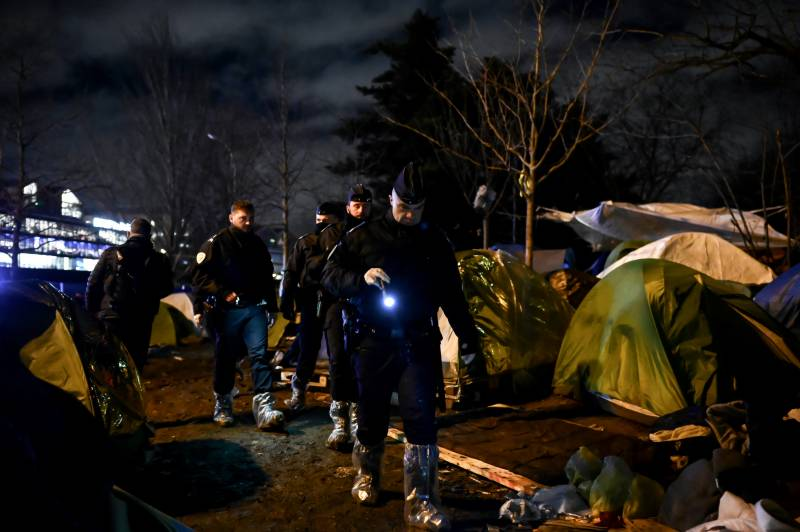 French police clear hundreds from Paris migrant camp