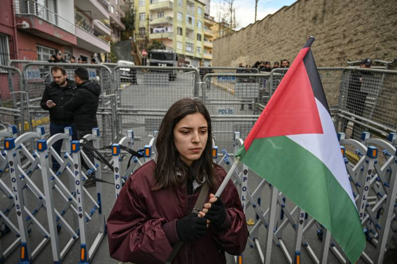 'Heads I win, tails you lose' peace plan offered to Palestinians