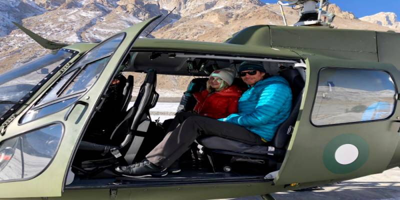 Pakistan Army pilots rescue two foreign mountaineers