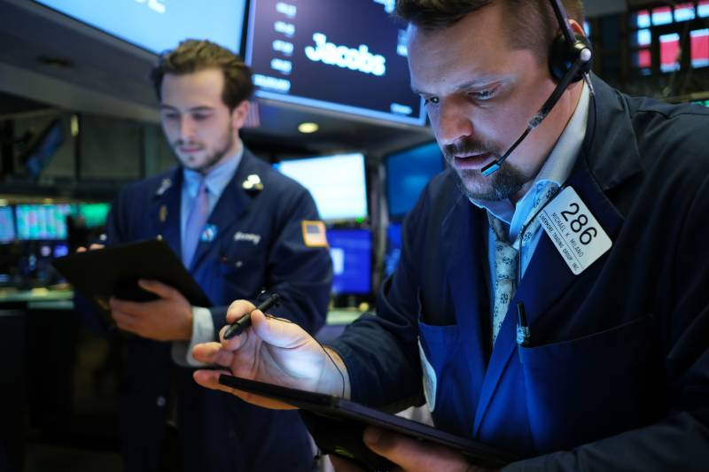 Virus fears send Wall Street down