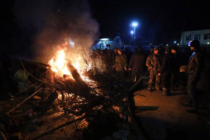Ukraine minister joins China evacuees in quarantine after clashes