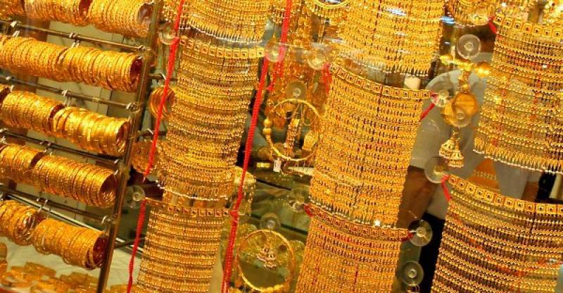 Record gold price glitters at Rs96,300 per tola