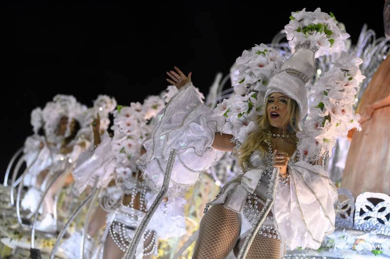 Sequins, skin and politics as Rio carnival opens