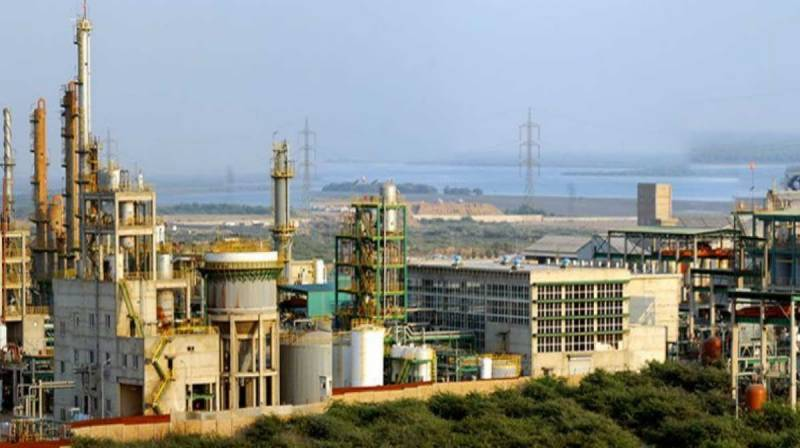 100 rushed to hospitals after gas leak at Engro Karachi plant