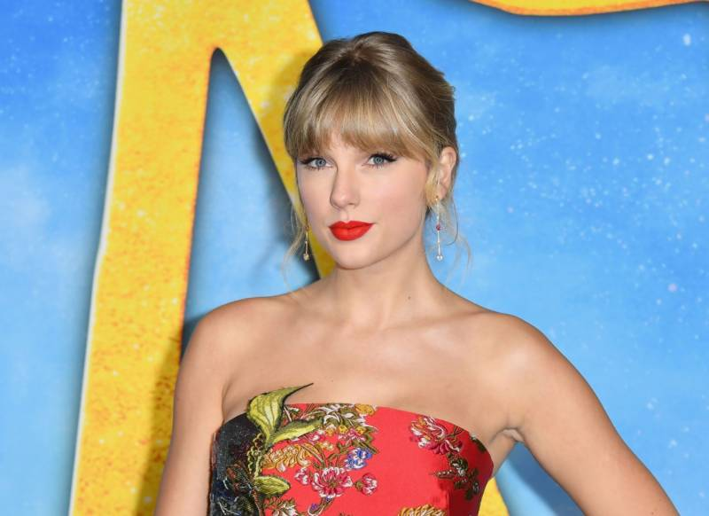 Taylor Swift donates $1m to tornado relief