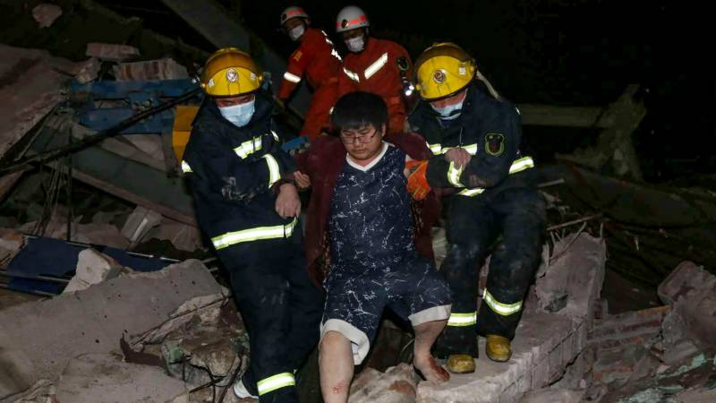 Hotel collapse traps 70 in eastern China