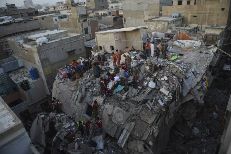 Man pulled alive from collapsed Karachi building