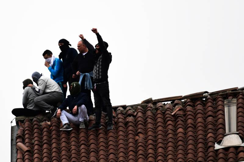 Convicts on roof, fatalities as Italy jails protest virus
