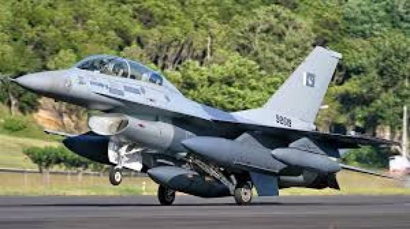 Pilot martyred as F-16 jet crashes during Pakistan Day rehearsal