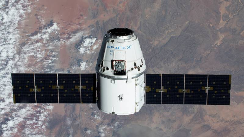 SpaceX plans first manned flight to space station in May