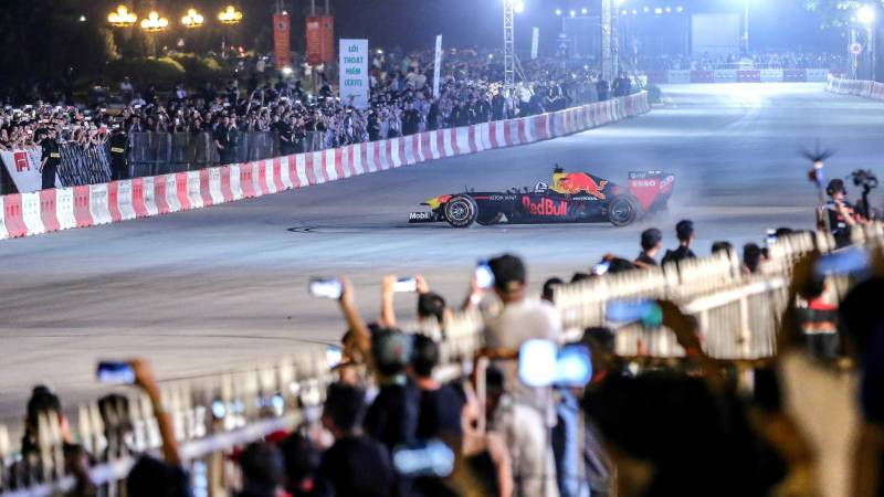 F1 drivers to stage virtual reality races
