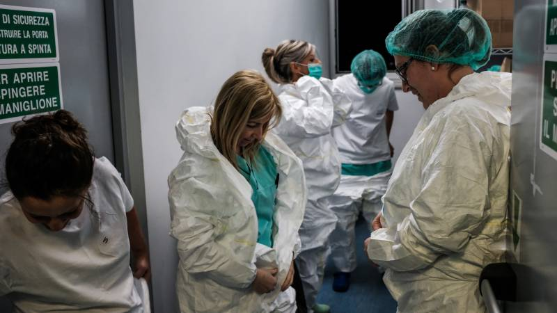 Italy reports almost 800 new virus deaths, setting daily record