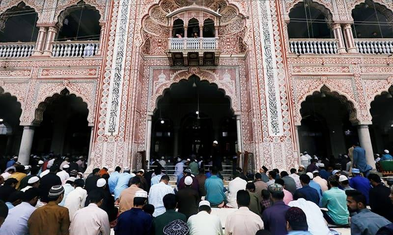 Sindh govt bans congregational Friday prayers at mosques
