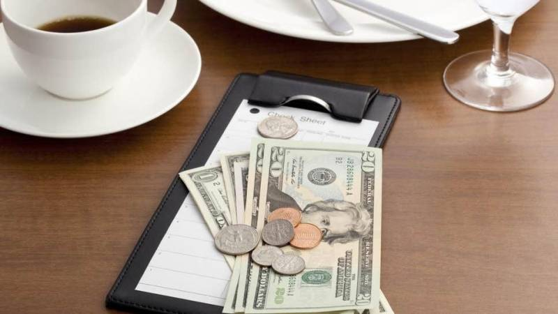 Customer leaves $10,000 tip, anonymously, in Florida restaurant
