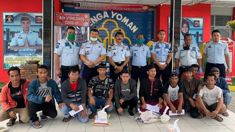 Indonesia frees 18,000 inmates from bursting jails over virus fears