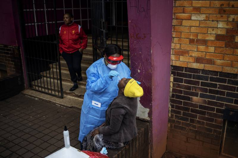 South Africa rolls out mobile testing in virus lockdown