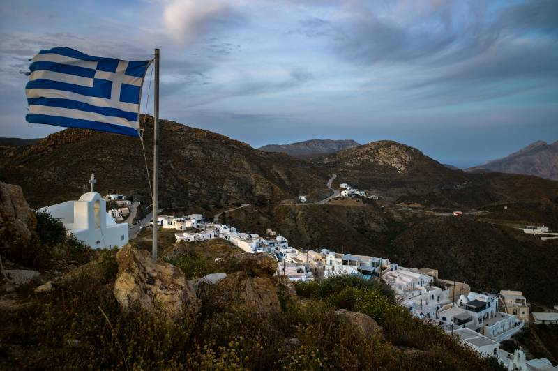Greece sees April as decisive for beating virus