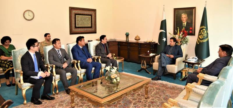 PM praises Chinese companies for supporting Pak fight against COVID-19