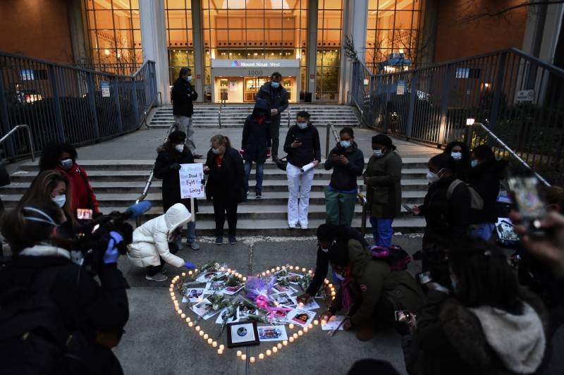 New York health workers hold vigil for colleagues who died in virus fight