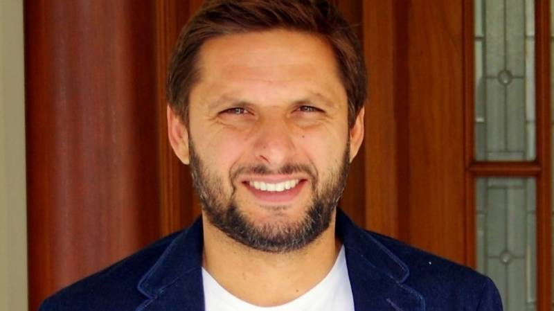 Shahid Afridi distributes ration bags to needy in KPK