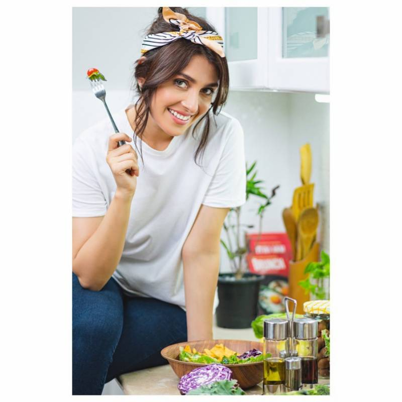 Ayeza Khan motivates fans to stay fit in quarantine
