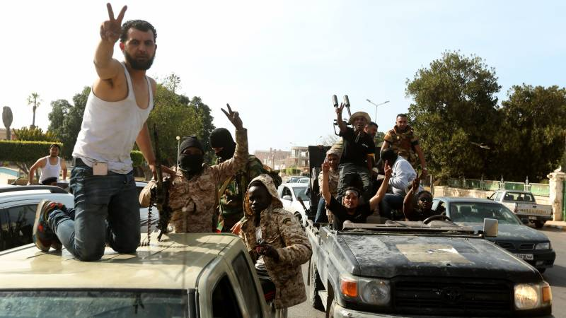 Haftar forces pound Libya capital after losing towns