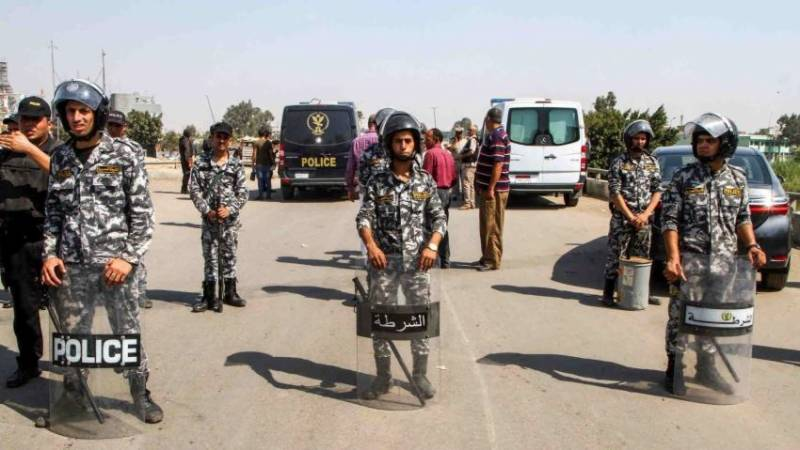 Policeman killed in shootout with armed militants in Cairo