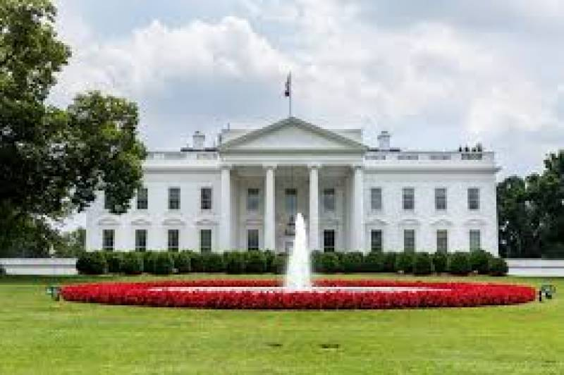 White House, Democrats 'close' to deal to aid virus-hit businesses
