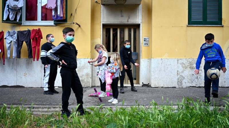 Italy says current virus cases fall for first time