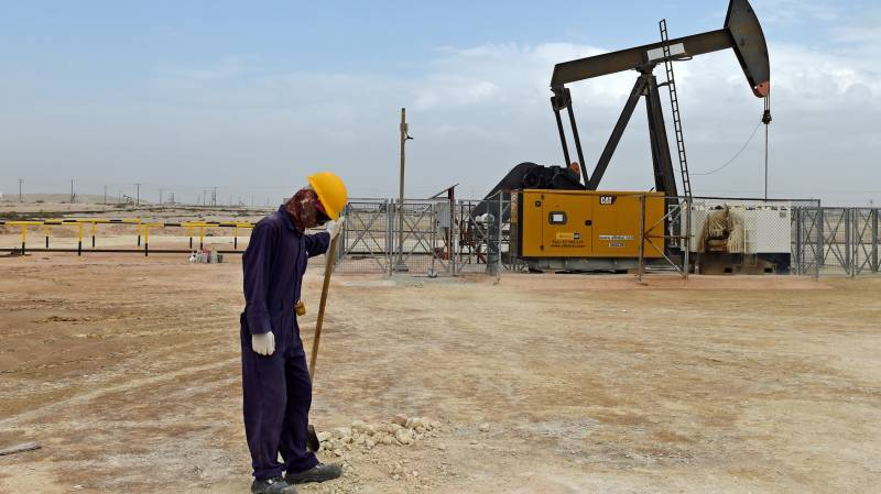Brent oil plunges to two-decade low of $15.98 per barrel
