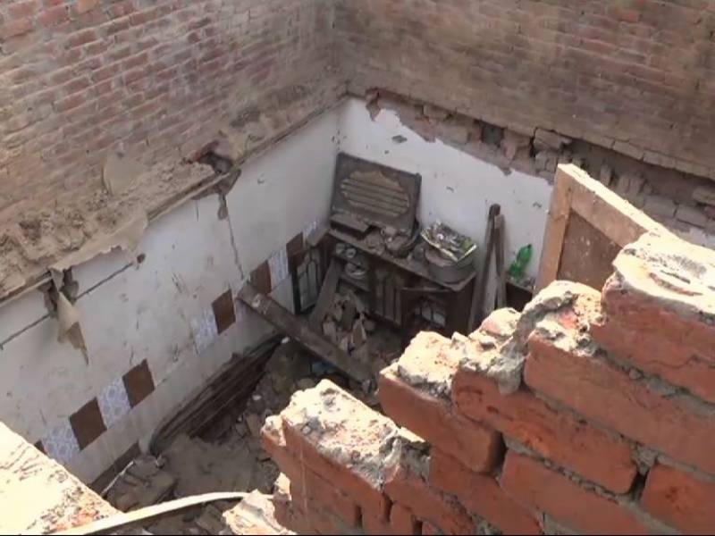 Two children die, five injured in Sheikhupura as roof caves in