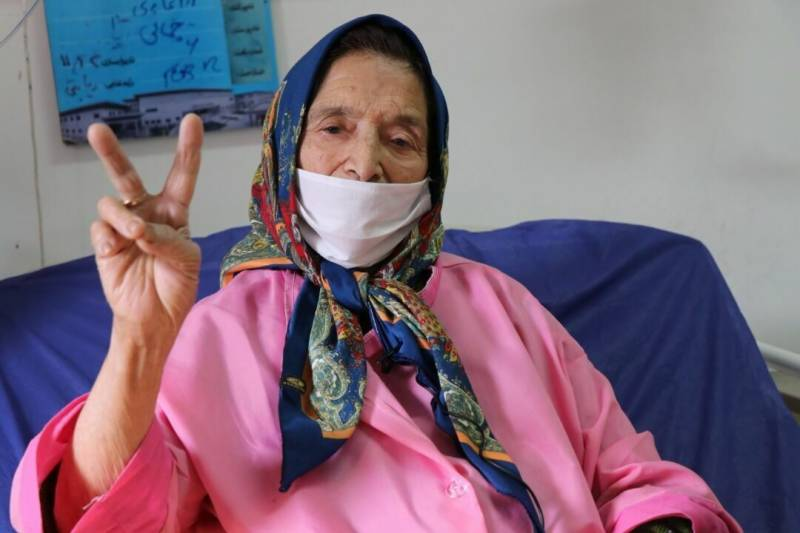 90-year-old lady defeats COVID-19 in Iran