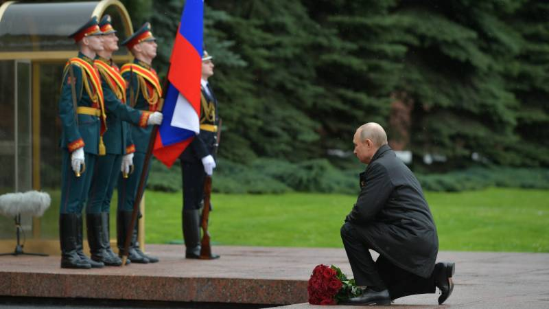 Putin calls for 'invincible' unity as Russians mark Victory Day on lockdown