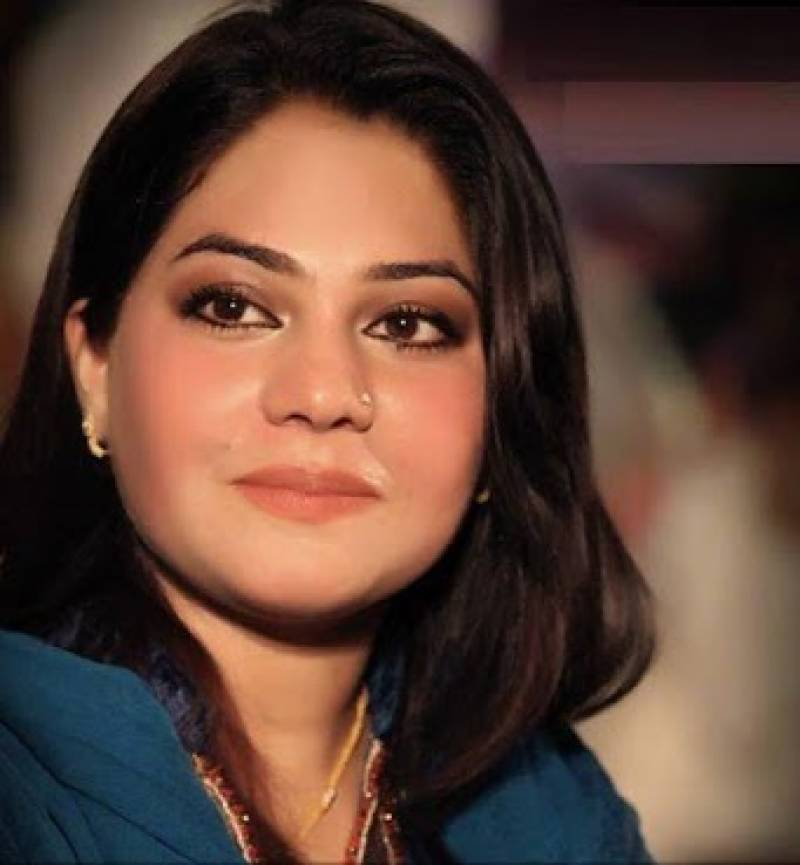 Sanam Marvi clears buzz surrounding her third marriage