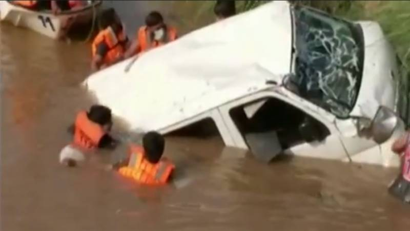 11 drown as van plunges into Mian Channu canal