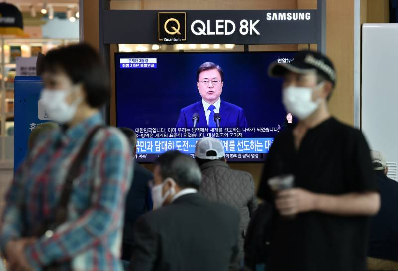 Seoul closes bars and clubs over fears of second virus wave