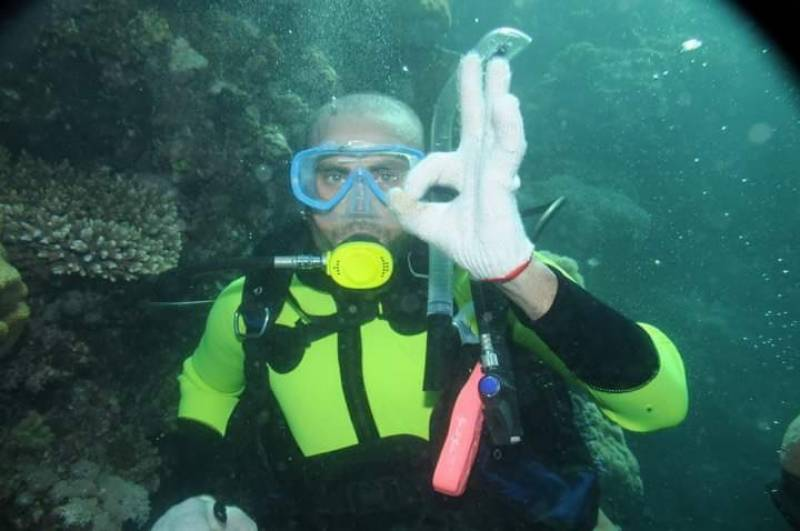 Younus Khan surprises fans with sea diving pictures