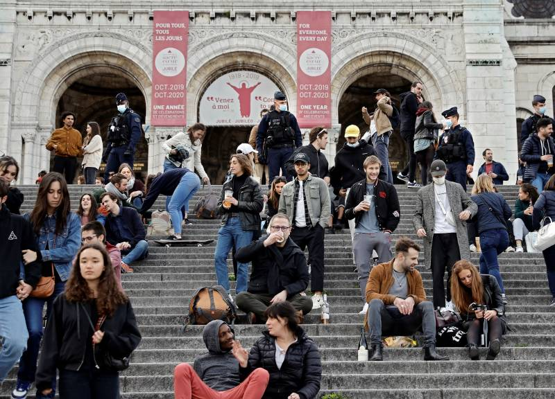 France reports drop in coronavirus deaths, toll tops 27,000