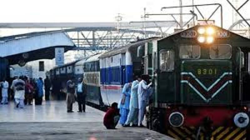 Govt decides to resume train service before Eid