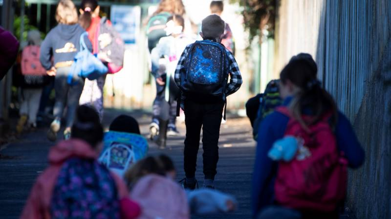 'Kiss and go': Back to school for New Zealand kids