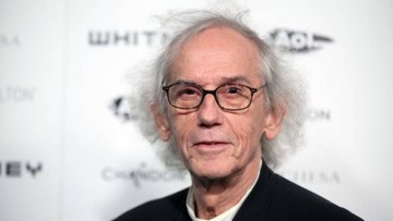Artist Christo who wrapped Reichstag in fabric dies aged 84