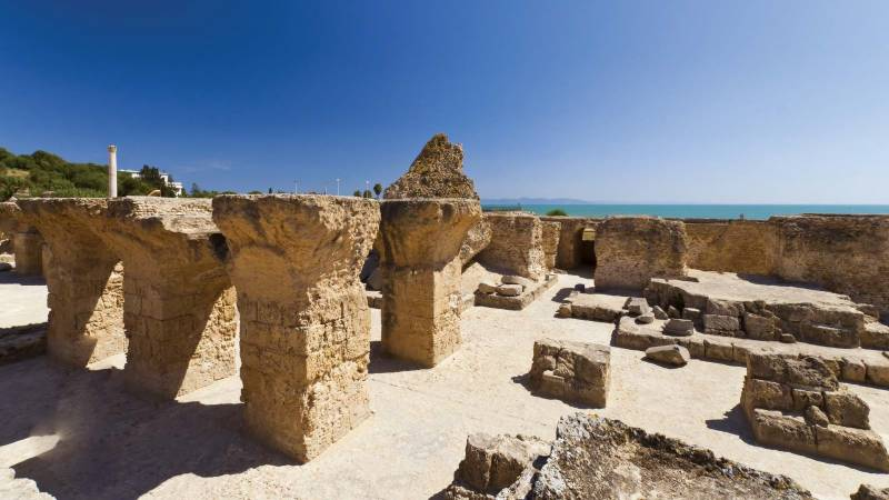 Tunisia seeks to block online auction of royal artefacts