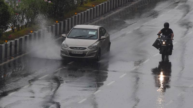 Mumbai shuts offices, tells people to stay home as cyclone nears