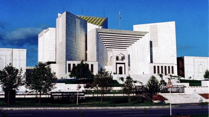 Justice Isa trying to hide behind independent judiciary, Farogh Naseem tells SC