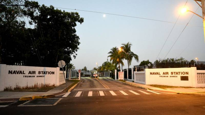 US jails three Chinese for photographing navy base