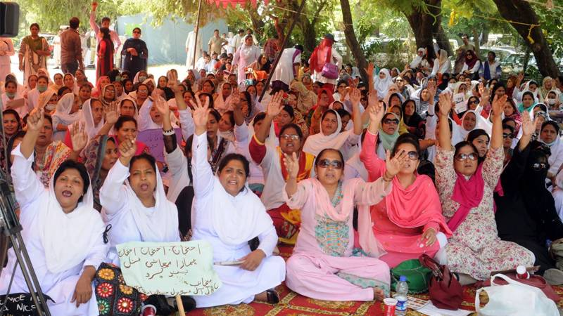 Healthcare professionals continue their protest in Sindh