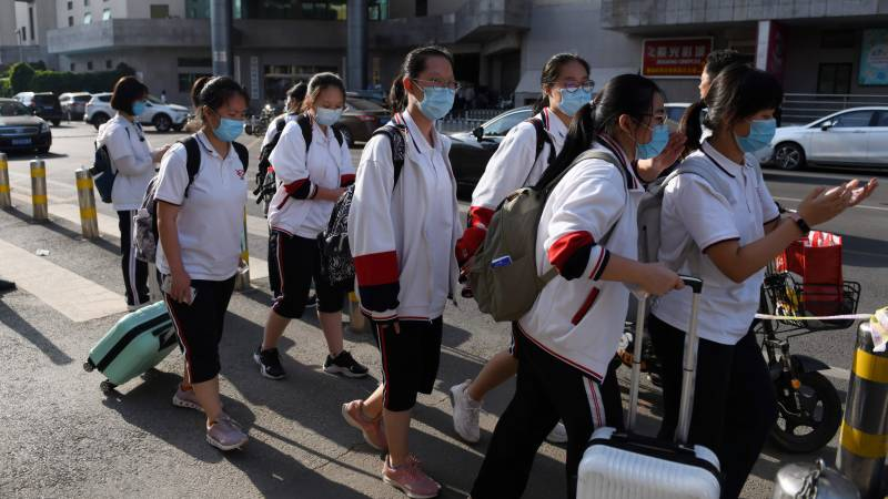 New virus cases raise fears in Chinese capital, schools delay return
